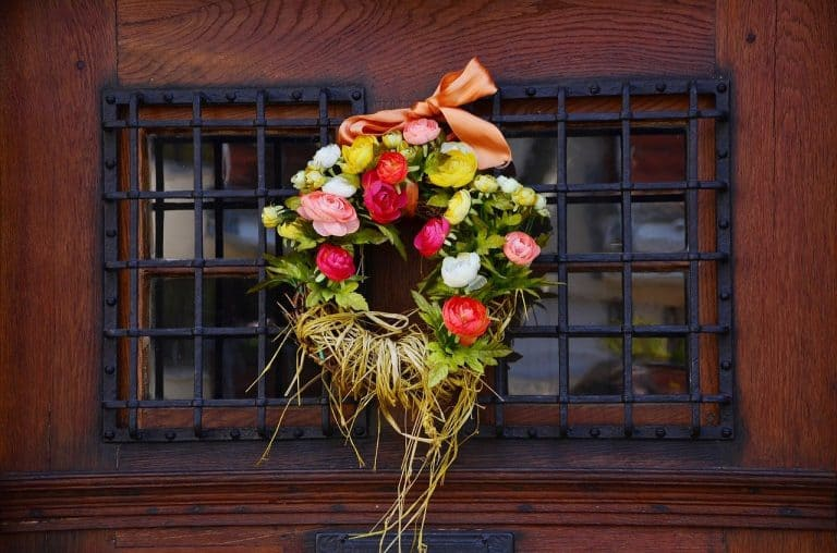 20 Lovely Floral Wreaths for Front Door to Embrace Every Season