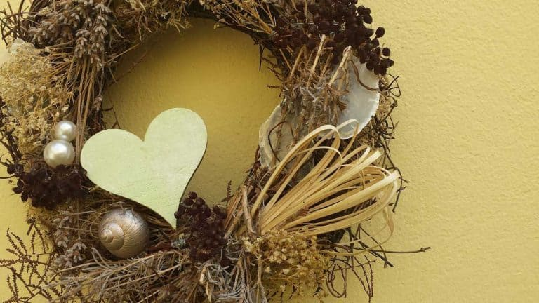 Show your heart with a Valentine's Day wreath