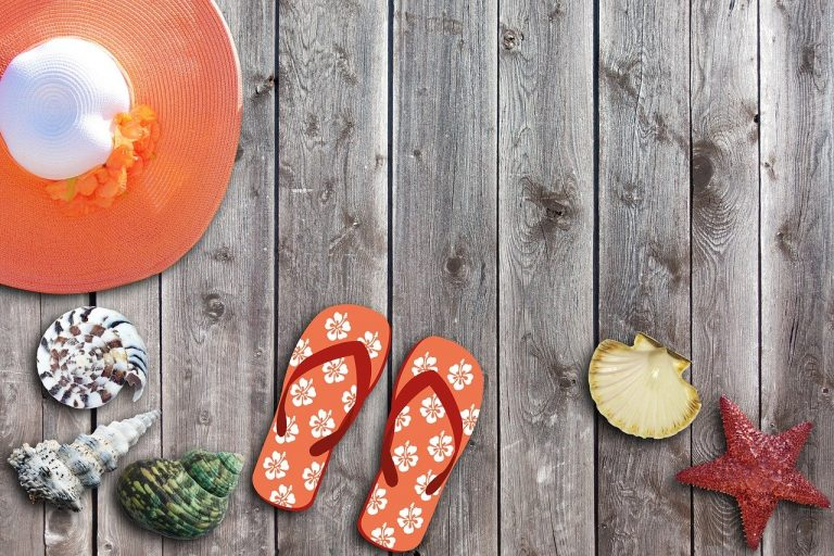 12 of the Coolest Ideas for a Flip Flop Wreath